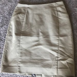 H&M olive pencil skirt sz 8 US